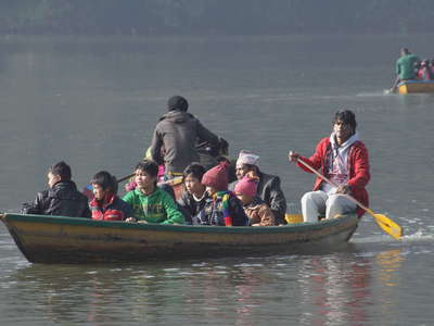 Pokhara  |  Phewa Lake boat traffic