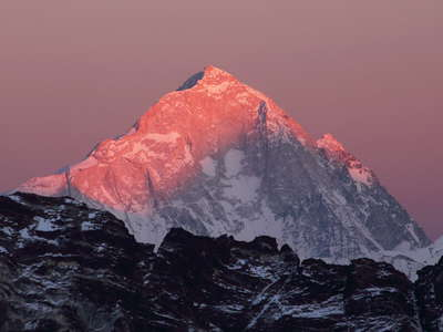Makalu at sunset