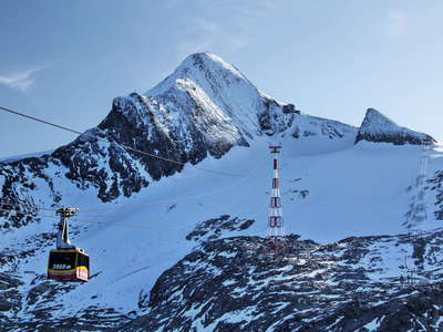 Kitzsteinhorn with cable car