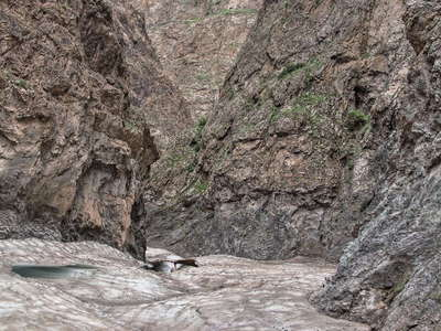 Gurvan Saykhan Mountains  |  Yolyn Am Gorge