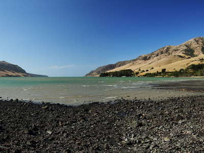 Banks Peninsula  |  Pigeon Bay with volcanic beach