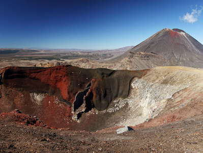 Tongariro NP  |  Red Crater and Mt. Ngauruhoe