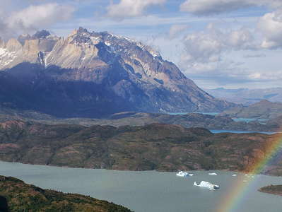 PN Torres del Paine  |  Lago Grey and Cuernos del Paine