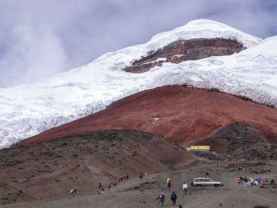 Volcán Cotopaxi with glacier