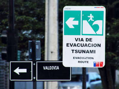 Puerto Montt  |  Tsunami evacuation sign