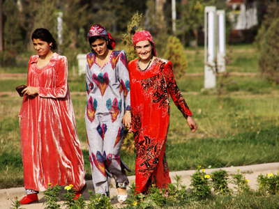 Dushanbe  |  Young women in Rudaki Park