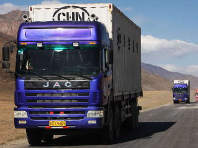 Alichur Pamir  |  Pamir Highway with Chinese trucks