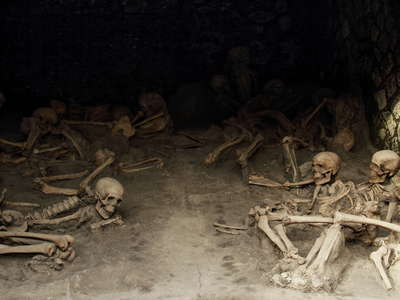 Herculaneum | Boat house with skeletons