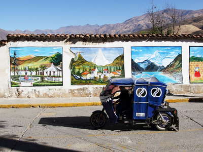 Caraz  |  Wall paintings and mototaxi