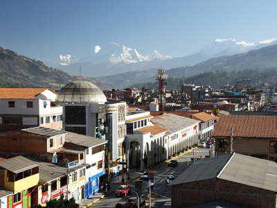 Huaraz  |  City centre with Cordillera Blanca
