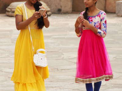 Delhi  |  Girls at Qutb Complex