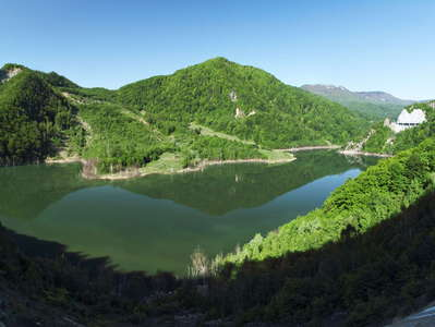 Lacul Siriu  |  Panoramic view with landslide