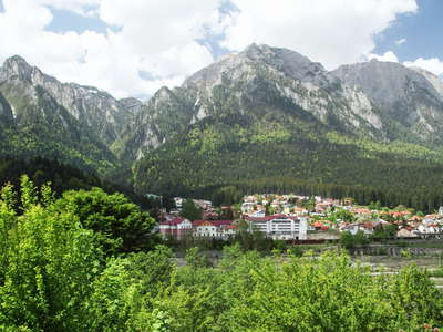Bușteni with Bucegi mountains