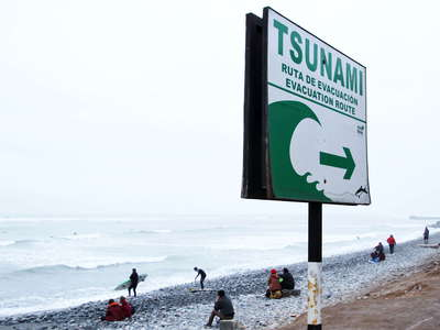 Lima Miraflores  |  Tsunami warning sign