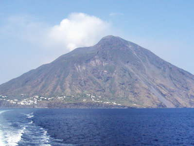 Stromboli with steam cloud