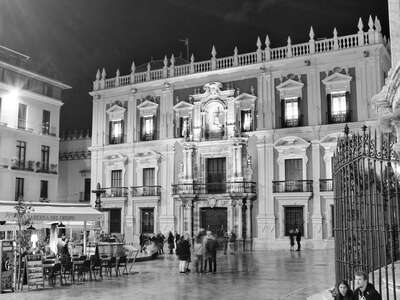 Málaga | Plaza del Obispo at night